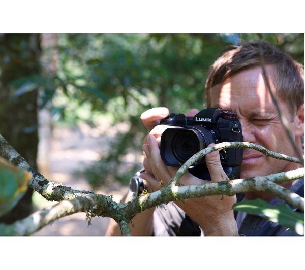 PANASONIC LUMIX G DC-G9 Mirrorless Camera with LEICA DG VARIO-ELMARIT 12-60  mm f/2 8-4 0 ASPH POWER O I S  Lens + PHKP001 Tripod - Black